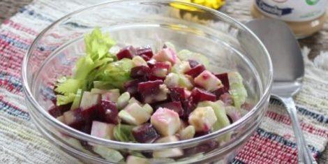 Салат с сельдереем сыром адыгейским. Ещё добавим свеклу и масло.
