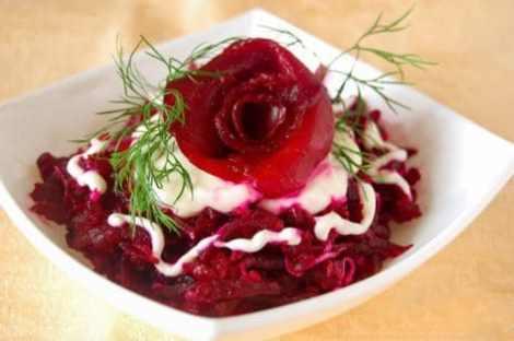 Салат из свеклы с творогом и орехами. Просто, быстро и очень вкусно.