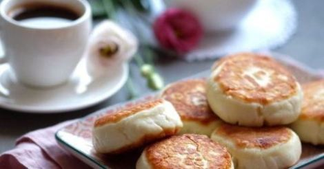Сырники из творога с мукой и яйцами на сковороде. 12 нежных идей.