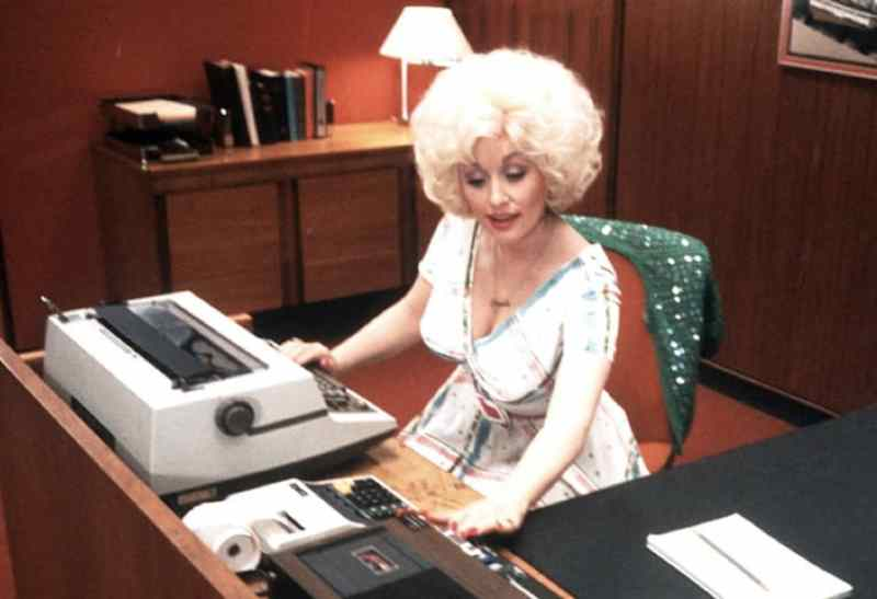 Dolly Parton Never Steps Out Without Makeup