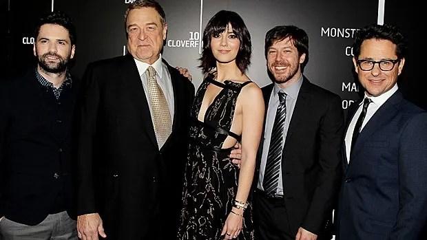 Le réalisateur Dan Trachtenberg, les acteurs John Goodman, John Gallagher Jr. et Mary Elizabeth Winstead ainsi que le producteur J.J. Abrams à l'avant-première du film à New York le 9 mars 2016.