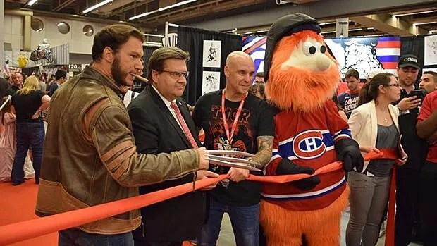 Wolverine, le maire de Montréal Denis Coderre, le porte-parole du Comiccon Jason Rockman et Youppi lors du lancement le vendredi 8 juillet 2016.