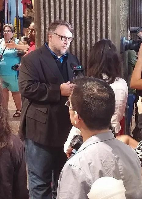 Guillermo del Toro juste avant de recevoir le Cheval Noir Award.