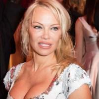 Fake News: NON Pamela Anderson n'est pas morte