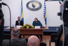 Photo of Ministrica Turković uručila diplomatski pasoš Amelu Tuki