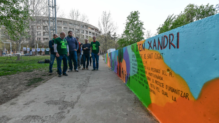 S'inaugura el mural del Pi d'en Xandri del Muntanyenc