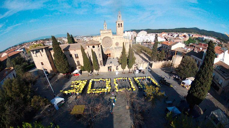 Òmnium Sant Cugat celebra els 3.000 socis en un acte a la Plaça d'Octavià