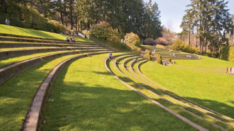 Demanen al Síndic que s'elimini l'amfiteatre dels Jardins del Vallès