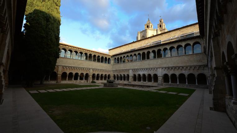 claustre-monestir-santcugat