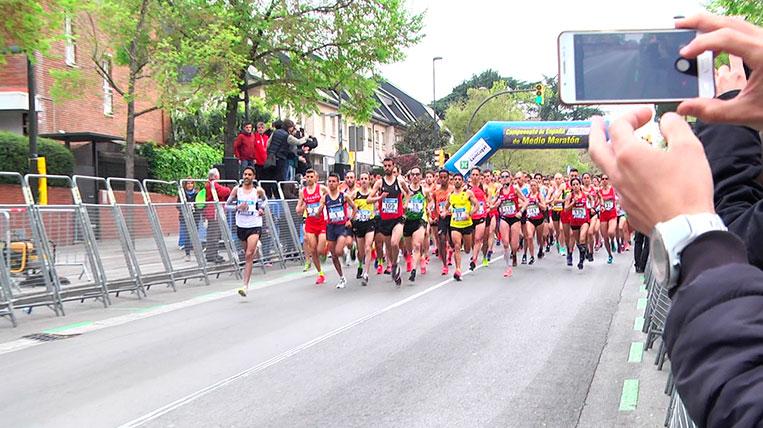 La 35a Mitja Marató de Sant Cugat omple els carrers de la ciutat