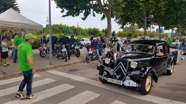 Més de 60 cotxes i motos antics i clàssics participen al 8è Rally Mas Gener-Monestir