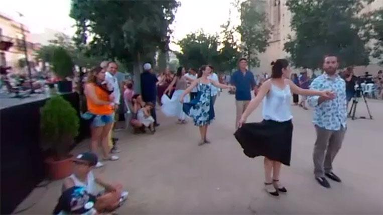 """El ball dels adults del """"Paga-Li, Joan"""", en 360 graus"""