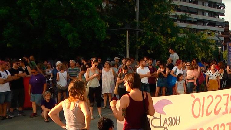 Més d'un centenar de persones es concentren per rebutjar la presumpta agressió sexual per Festa Major