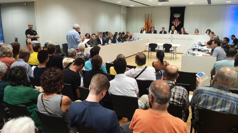 El ple es posiciona al costat de les famílies vulnerables que deuen diners a Endesa