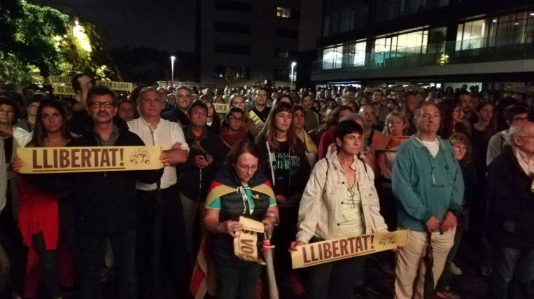 Unes 2.000 persones es manifesten contra la sentència del procés a Sant Cugat segons Policia Local i els Mossos