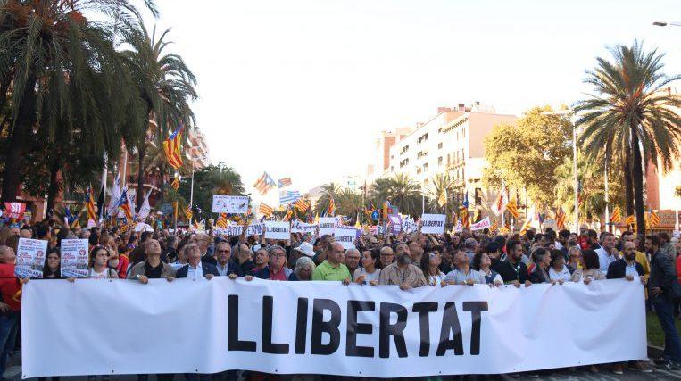 Milers de persones, amb presència santcugatenca, protesten a Barcelona contra la sentència del procés