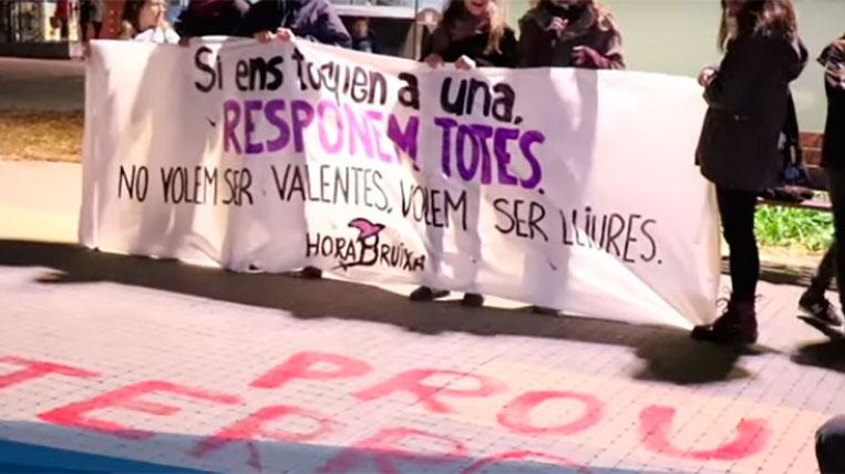 Més d'un centenar de persones protesten contra l'agressió denunciada per una menor a Volpelleres