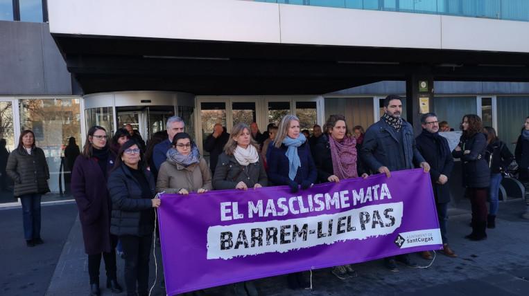 Sant Cugat rebutja l'assassinat d'una dona i una nena de tres anys a Esplugues