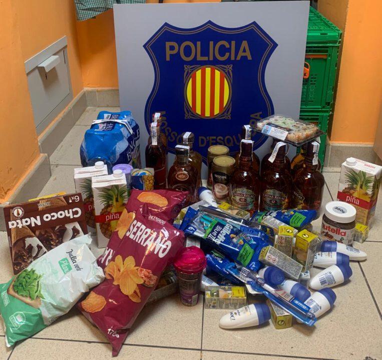 Detinguts per robar productes per valor de més de 400 euros en un supermercat