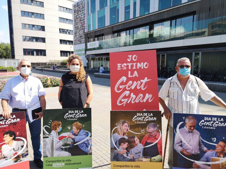2.000 pancartes als balcons per commemorar el Dia de la Gent Gran