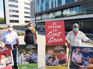 2.000 pancartes als balcons de Sant Cugat per commemorar el Dia de la Gent Gran