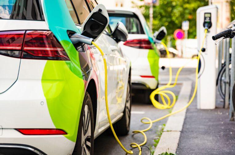 Cotxe elèctric Mobilitat sostenible Reducció emissions
