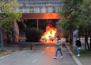 S'incendia un cotxe en plena marxa al barri de Volpelleres