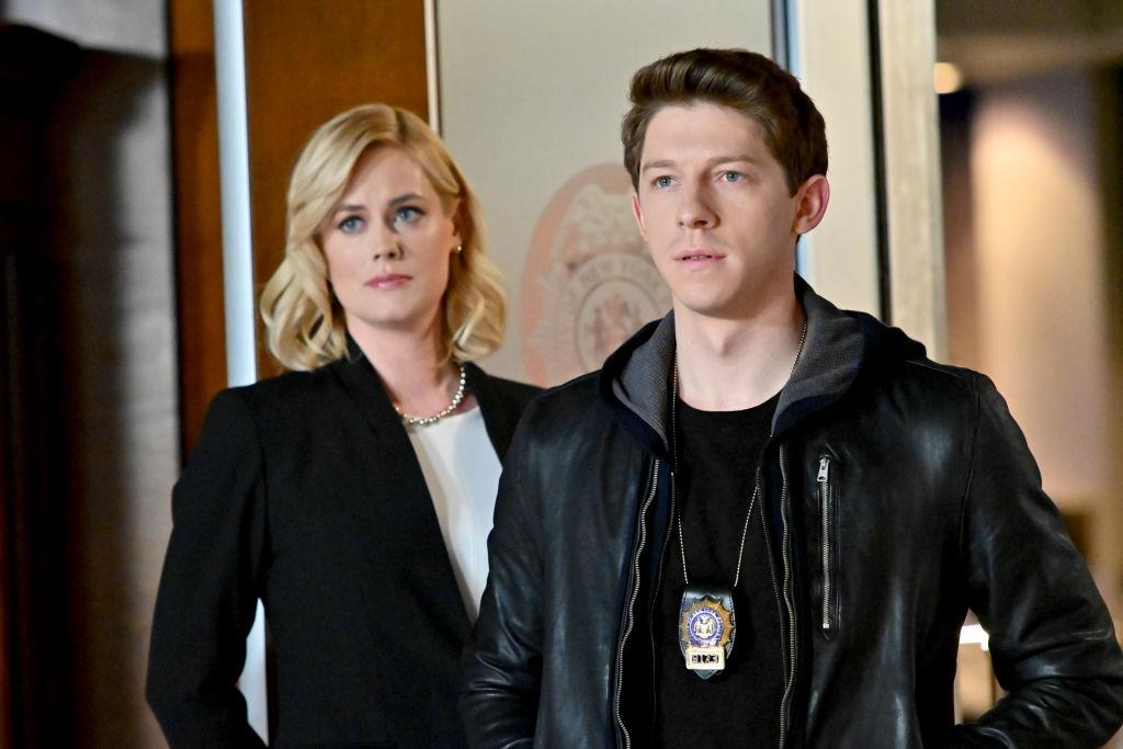 """Blue Bloods Saison 11 Épisode 6 """"class ="""" wp-image-83308 """"data-recalc-dims ="""" 1 """"/>      <h3> Blue Bloods Saison 11 Episode 6: Date de sortie »</h3> <p> L'épisode 6 de la saison 11 de Blue Bloods sera présenté en première le 5 février 2021 de 10 h à 23 h HE / PT sur CBS TV Network. Continuez à regarder et à explorer davantage avec nous. </p> <p> The post Blue Bloods Saison 11 Episode 6: «La nouvelle norme», des choix difficiles! Connaître l'intrigue, les moulages et la date de sortie est apparu en premier sur Spoilers de la saison télévisée. </p> </pre> <div class="""