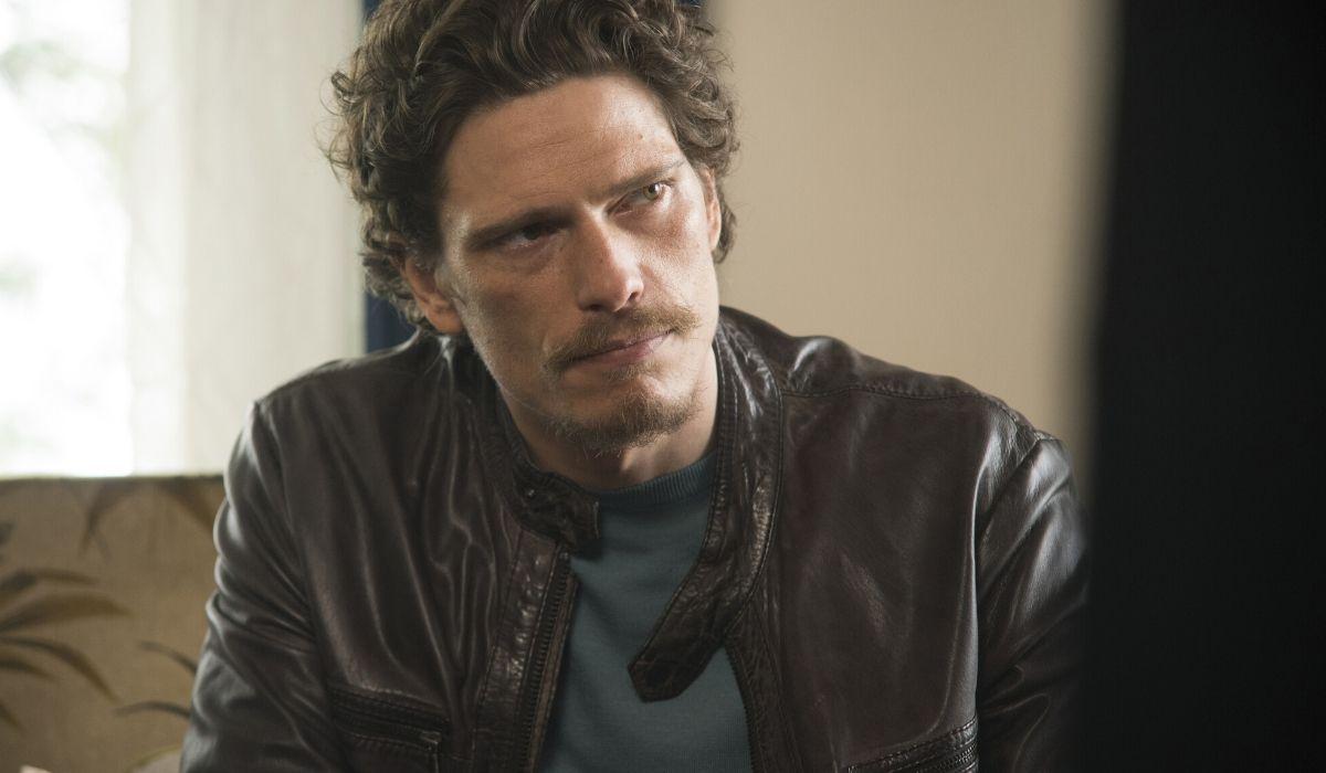 Matteo Martari è Marco Corvi nella fiction Bella da morire, Credits Maria Marin e Rai