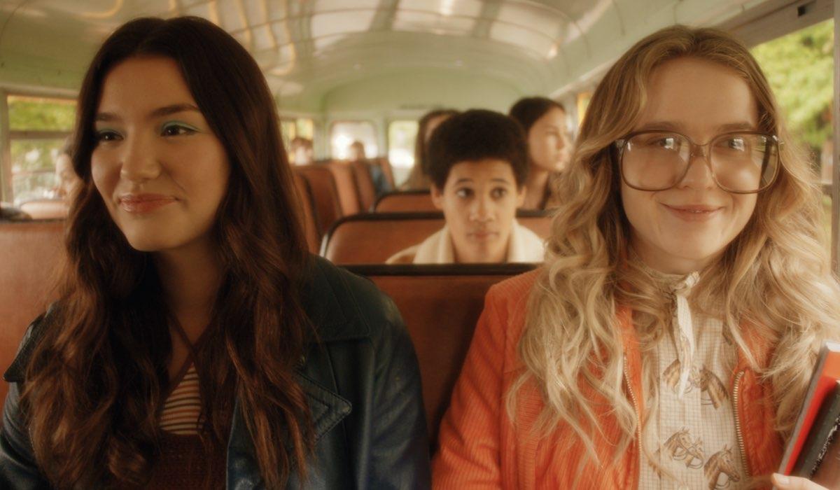 Ali Skovbye e Roan Curtis sono le giovani Tully e Kate in L'estate in cui imparammo a volare. Credits: Netflix.