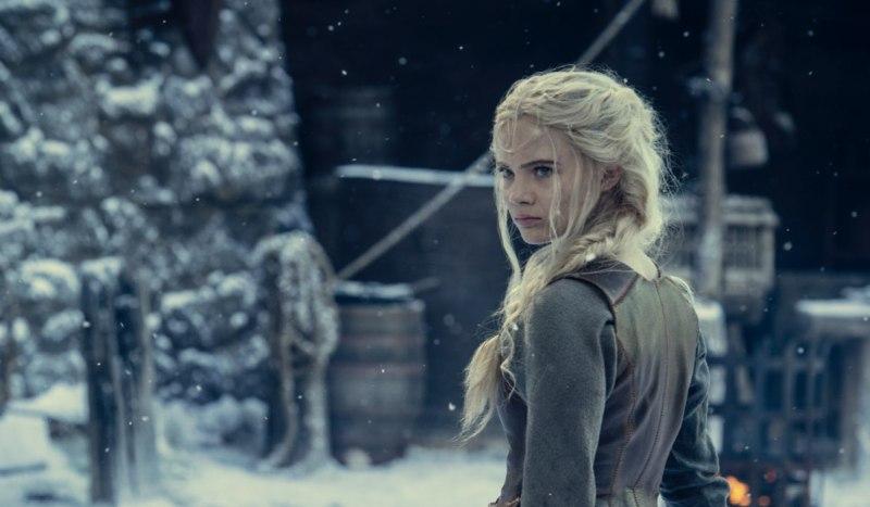 Freya Allan (Ciri) in una scena della seconda stagione di The Witcher. Credits: Netflix.