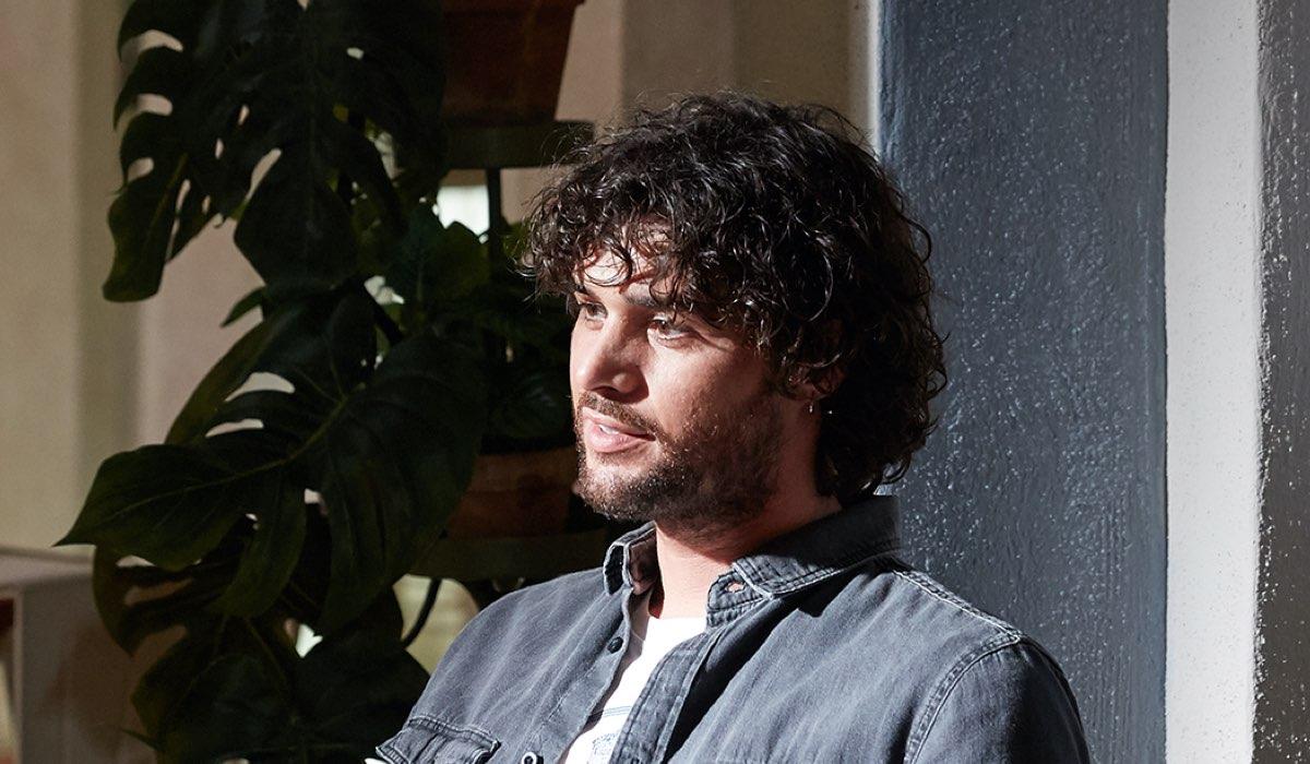 Erasmo Genzini interpreta Erasmo In Che Dio Ci Aiuti 6. Credits: Lucia Iuorio e Rai