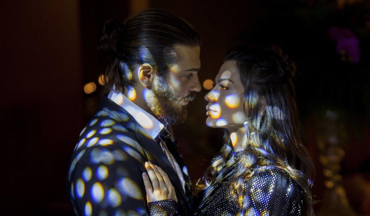 Can e Sanem al matrimonio di Leyla In Daydreamer. Credits: Global Telif Haklari Yapimcilik Tic. A.S.