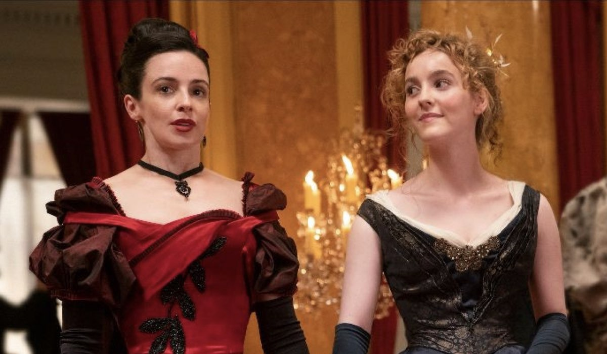 Da sinistra a destra: Laura Donnelly e Ann Skelly, protagoniste di The Nevers. Credits: HBO/Sky.