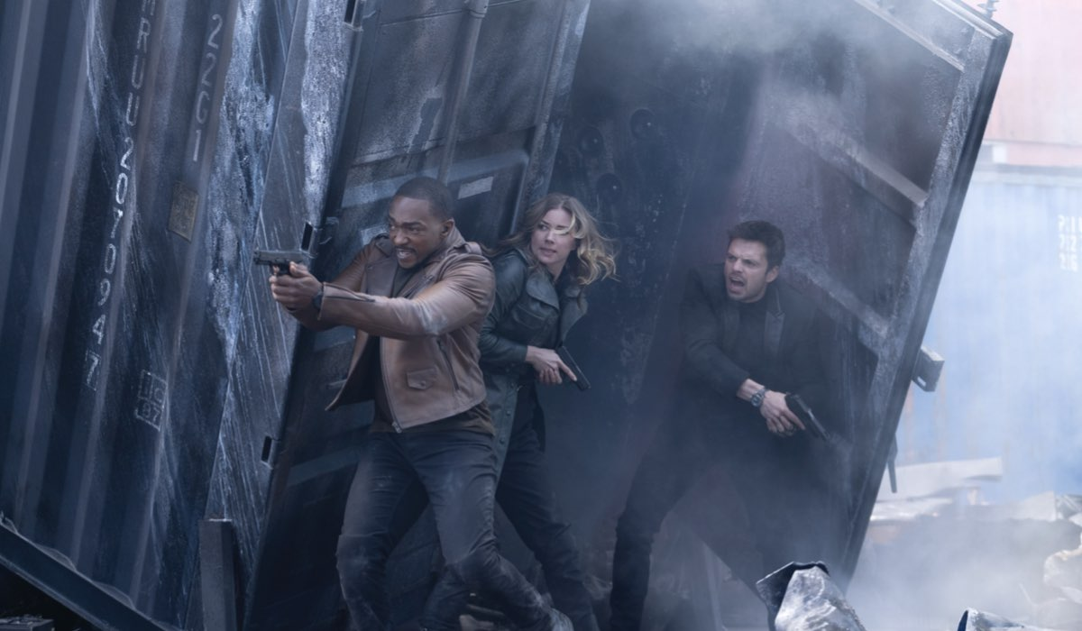 Da sinistra: Anthony Mackie, Emily VanCamp e Sebastian Stan in una scena di The Falcon And The Winter Soldier. Credits: Disney Plus.
