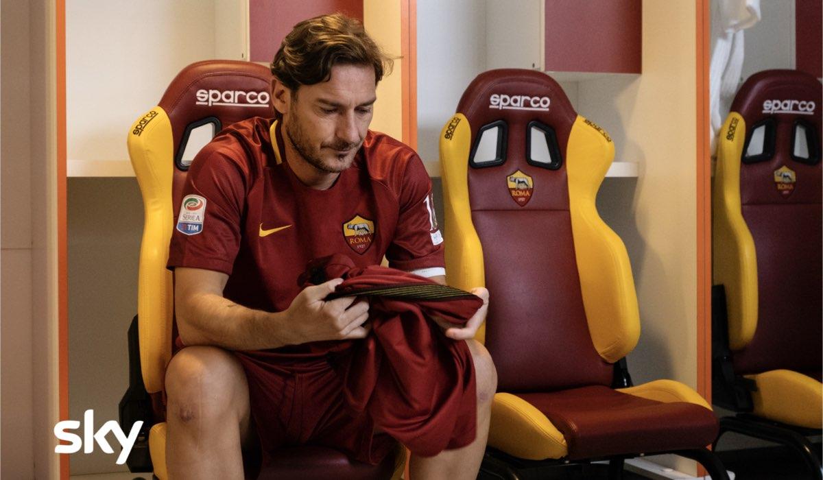 """Il vero Francesco Totti nell'ultima puntata di """"Speravo de morì prima"""". Credits: Iacovelli/Zayed via Sky."""