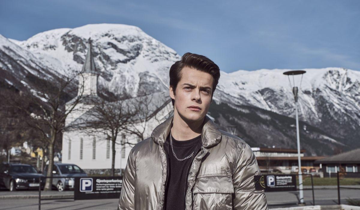"""Herman Tømmeraas (Fjor) in una scena della seconda stagione di """"Ragnarok"""". Credits: Netflix."""