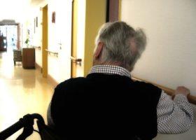 Alzheimer: Fipac, mancano fondi certi per non autosufficienza