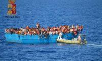 Migranti: 148 diretti in Italia su un barcone intercettati dai guardiacoste libici
