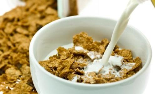 Contro il diabete bere latte con cereali la mattina, si riducono i livelli di zucchero