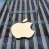 Apple crolla in Borsa: meno 10,01% (cala la domanda di iPhone). Risale lo spread: 270,6 punti