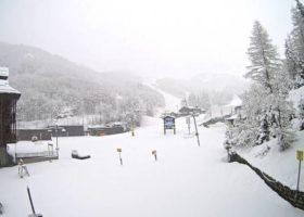 Neve sull'appennino toscano, all'Abetone. Mezzo metro in Val di Luce