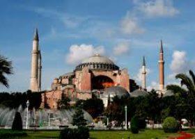 Santa Sofia moschea, vicario Anatolia: «Condivido dolore del Papa. Erdogan faccia aprire nuove cappelle cristia ne»