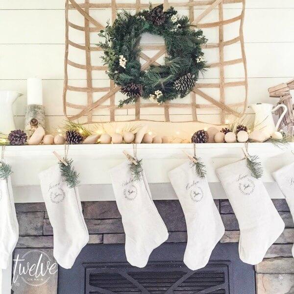 farmhouse-christmas-mantel11