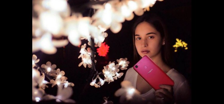 OPPO unveils the red version of the F5