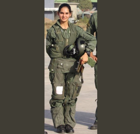 avani chaturvedi first indian woman to fly fighter aircraft