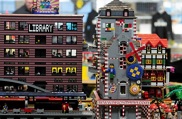 Brickmania to sell Lego kits at Mall of America     Twin Cities Closeup of a library and other buildings at Brickmania  sponsored by the  Twin Cites Lego Train Club in Northeast Minneapolis  on December 8  2012