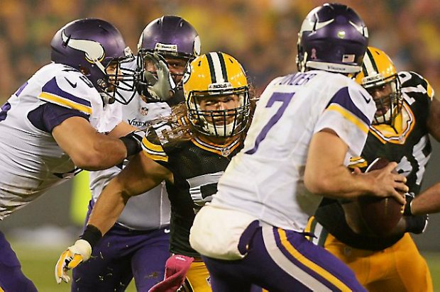 Green Bay outside linebacker Clay Matthews zeros in on Minnesota quarterback Christian Ponder as tackle Matt Kalil tries to stop him in the second quarter at Lambeau Field in Green Bay, October 2, 2014. (Pioneer Press: John Autey)