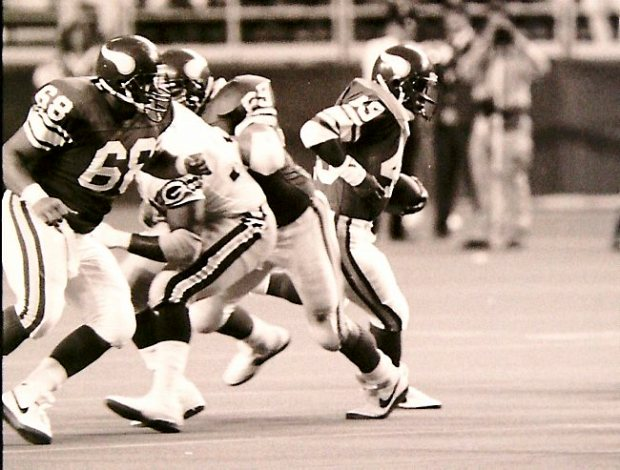Minnesota Vikings reoplacement player Adam Walker, right, runs with the ball in a game against the Green Bay Packers at the Metrodome on October 4, 1987. (Photo courtesy Minnesota Vikings)