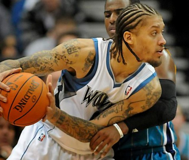 Timberwolves Forward Michael Beasley Drives Past Hornets Guard Chris Paul During The Second Half At Target Center In Minneapolis On Dec